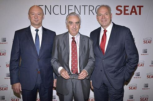 """Executive Vice-President for Human Resources, Josef Schelchshorn, Marcos Peña, president of the Spanish Economic and Social Council, and the Executive Committee President, Jürgen Stackmann, at the """"Encuentros SEAT""""."""