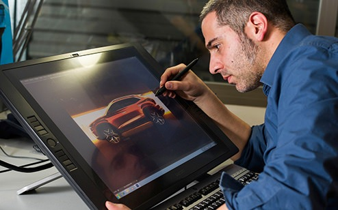 The designer Amin Sadek drawing the lines of 20V20 showcar in a virtual screen.