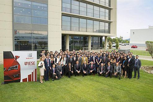 SEAT Chairman of the Executive Committee Jürgen Stackmann, with 70 students from the IESE Business School's MBA program that are researching about smart cars and smart cities.