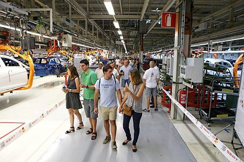 SEAT employees and their families visit the assembly line at the Martorell factory.